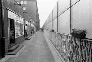 Nicht die Berliner Mauer sondern Lärmschutz an der A40.
