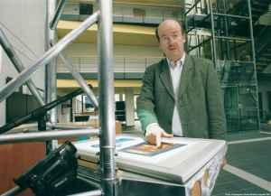 Prof. Wahlster am SmartKom Kiosk